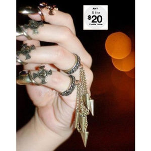 Jewelry - Double Ring W/ Dagger Spikes ~ Bronze